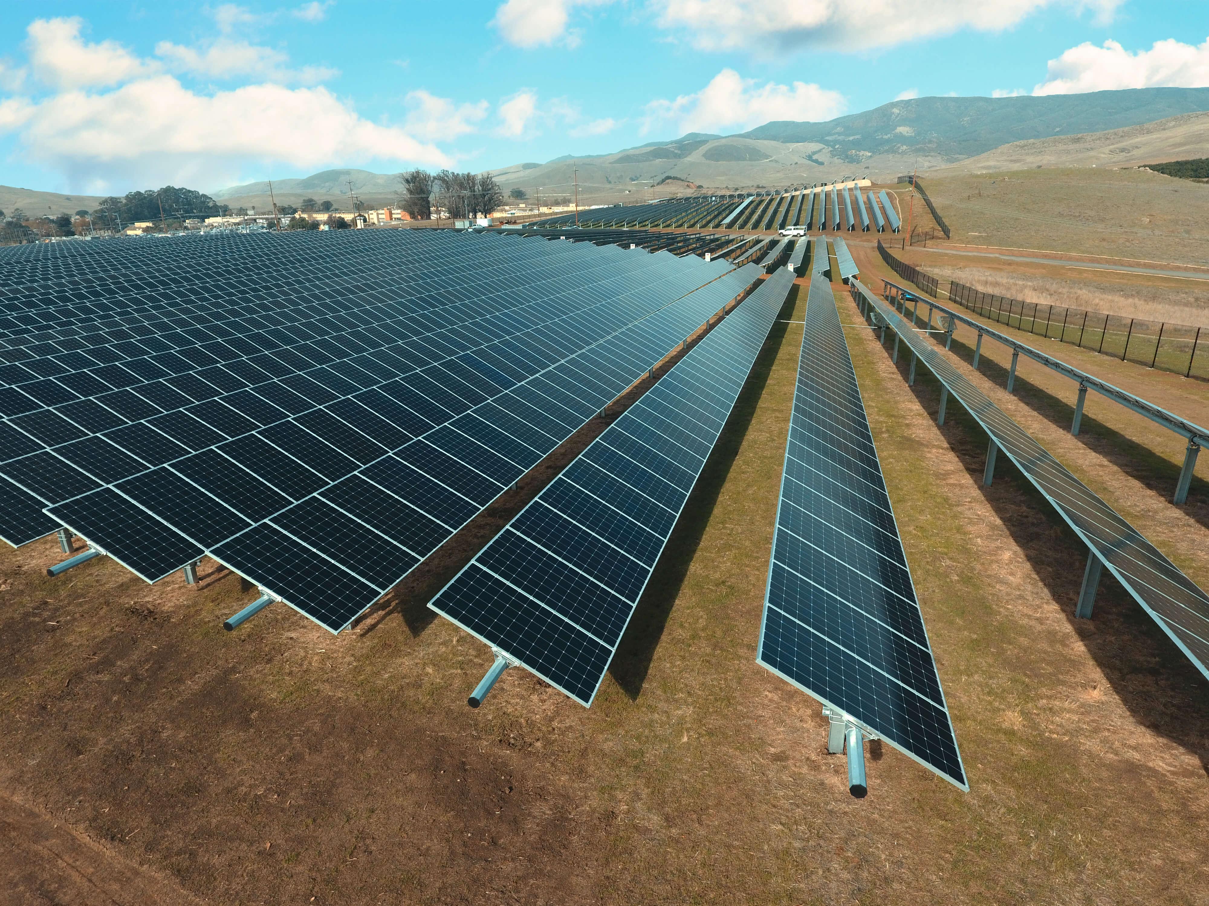 Canh%20Dong%20Pin%20Mat%20Troi-Solar_Far